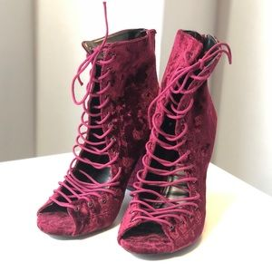 WILD DIVA Burgundy lace up ankle boots 7/37